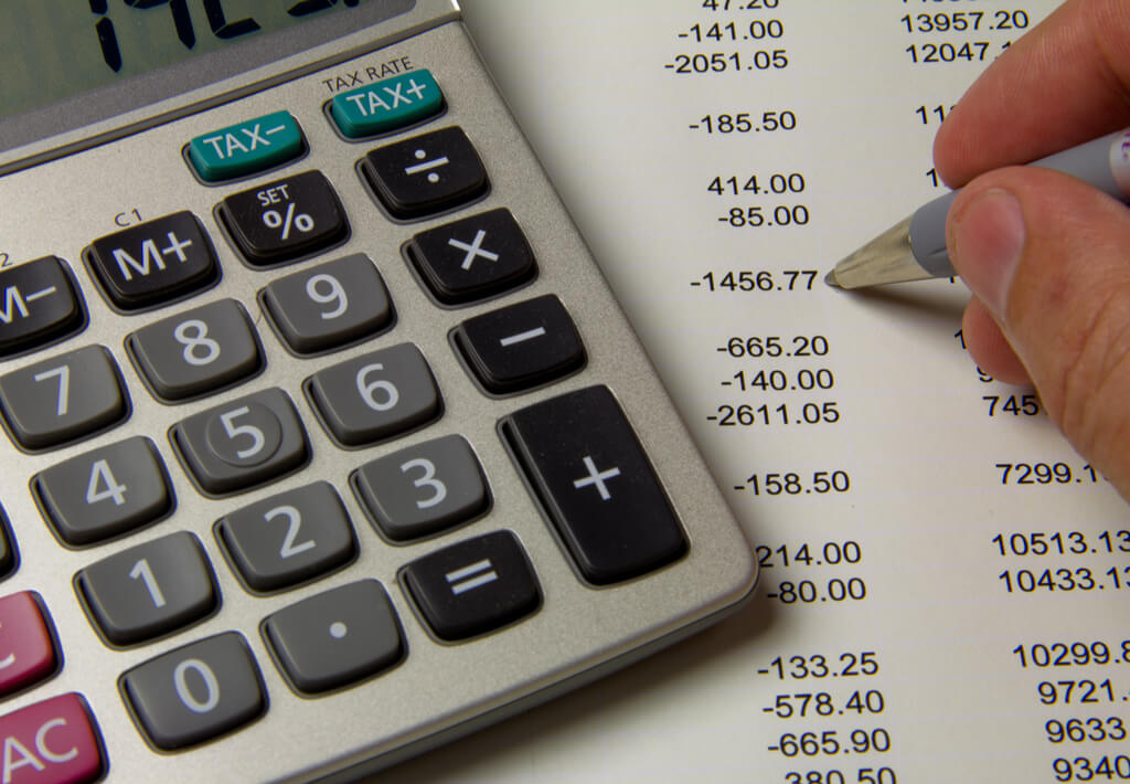 Paying Virtual Assistant Pricing Image in Outsource Workers - Virtual Assistant Budget Determination Calculating Expenses